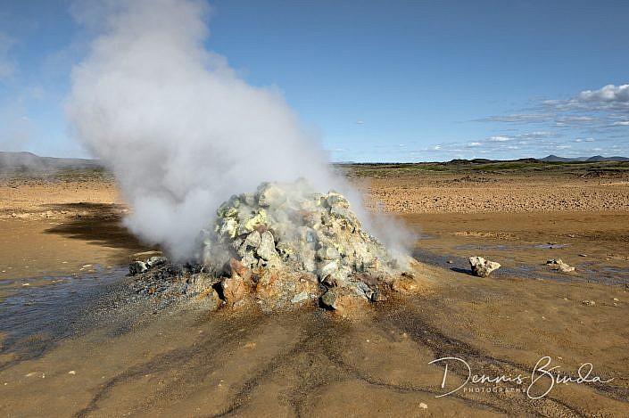 Hverir is een gebied met hete bronnen in het noorden van IJsland. Hverir betekent in het IJslands dan ook hete bronnen. Het ligt even oostelijk van het Mývatn meer ongeveer 6 kilometer ten zuiden van het Krafla gebied vlak bij de bergpas Námaskarð. Het pastelkleurige gebied is een van de grootste solfatarenvelden van IJsland. Het ligt daar bezaaid met stoompluimen, solfataren, fumarolen en kokende modderpotten van diverse afmetingen. Een klim naar de met zwavel bepoederde top van de Námafjall berg (432 meter) levert een panoramisch vergezicht op. Hverir ligt direct naast de ringweg van IJsland en is derhalve gemakkelijk bereikbaar.